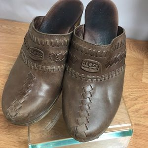 Ugg Australia Leather Brown Mules Clogs Size 7